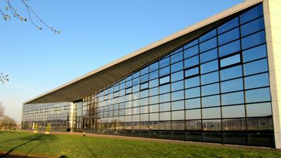 Pose de films solaires pour vitre teinté bâtiment