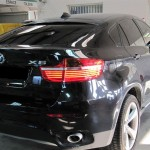 Vitres teintées d'une berline de luxe BMW X6
